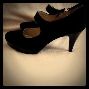 Black suede bandolino heels